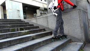 descendre des escaliers avec une rampe