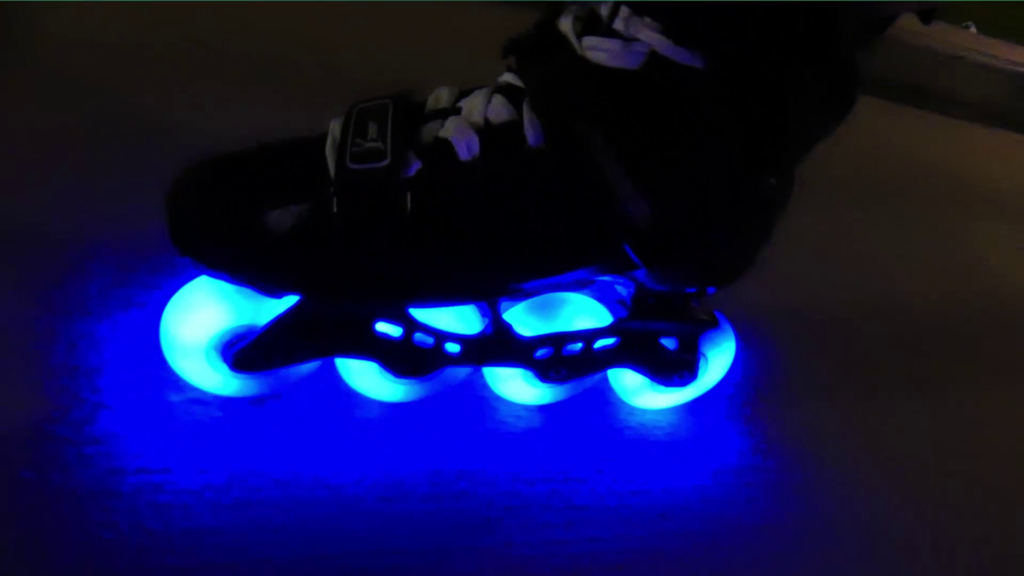 Roues lumineuses pour roller bleu